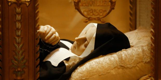 Corpo incorrupto de Santa Bernadette: o que os médicos disseram ao vê-lo