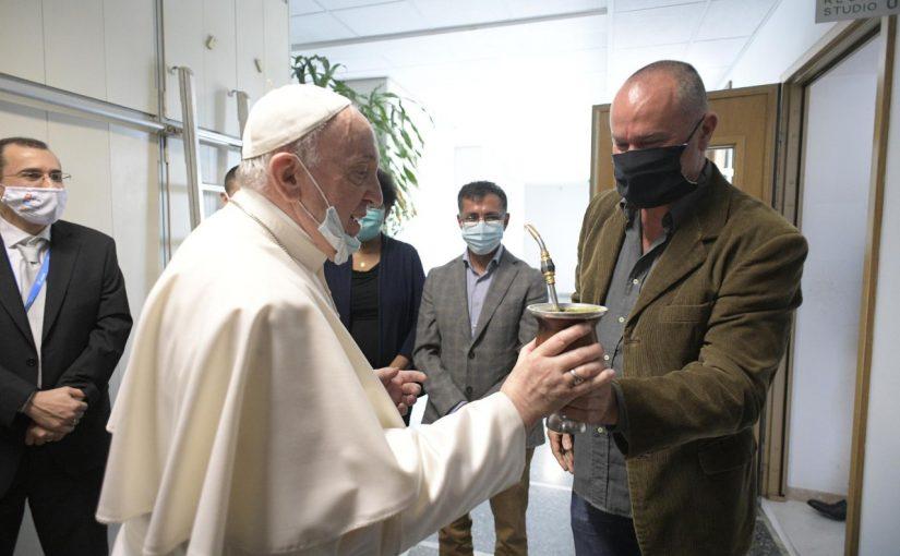 """Papa visita a Rádio Vaticano – Vatican News: """"O trabalho deve ser criativo e funcional"""""""